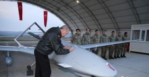 Cumhurbaşkanı Erdoğan'dan TB2'ye imza