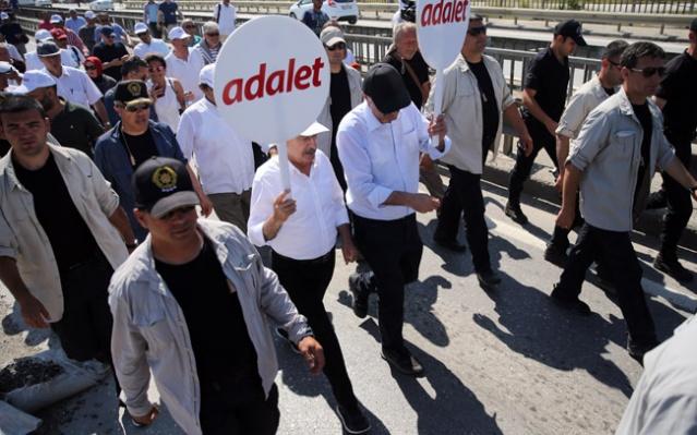 CHP'nin Berberoğlu'nun tutuklanmasına tepki yürüyüşü Yürüyüş