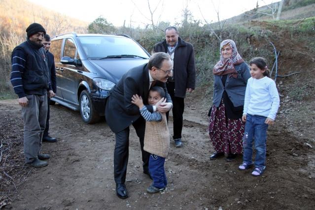 başkan şahin evi yanan aileyi ziyaret etti