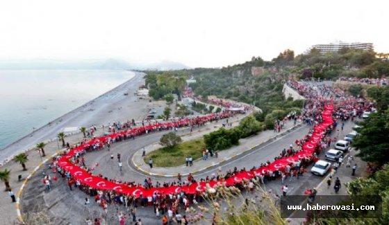 2 kilometrelik fener alayı, 400 metrelik Türk bayrağı ile yürüyecekler