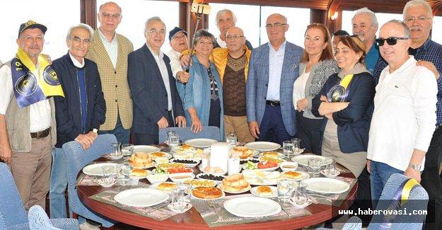 Başkan Yılmaz, lise arkadaşlarıyla buluştu