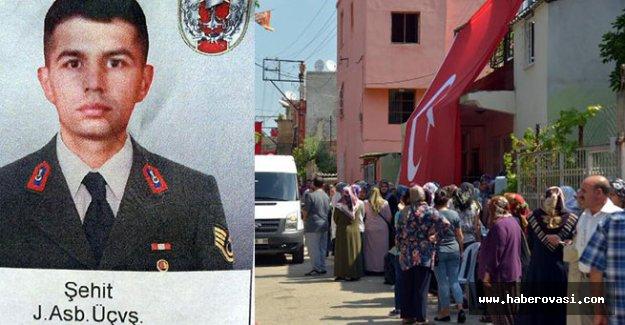 Şehit  Jandarma Astsubay Üstçavuş İsmail Demir son yolculuğuna uğurlanıyor.