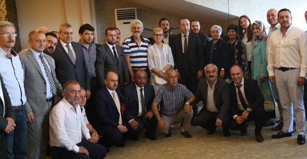 MHP Teşkilatı gazeteciler ile bir arada