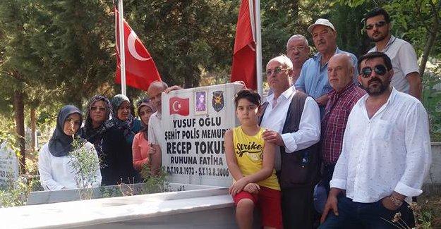 ŞEHİT POLİS RECEP TOKUR KABRİ BAŞINDA DUALARLA ANILDI