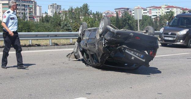 Samsun'da otomobil devrildi: 4 yaralı
