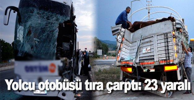 Yolcu otobüsü tıra çarptı: 23 yaralı