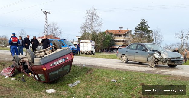 Samsun'da iki otomobil çarpıştı 7 yaralı