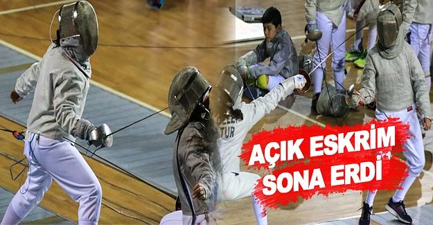 Samsun'da Açık Eskrim Turnuvası sona erdi.