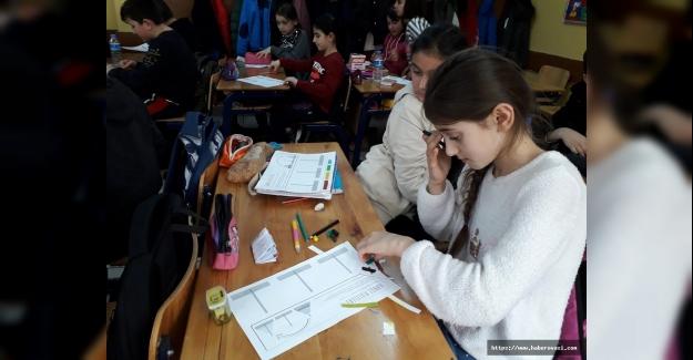 Bilişim Öğrencileri Hanoi Kuleleri Oyununu