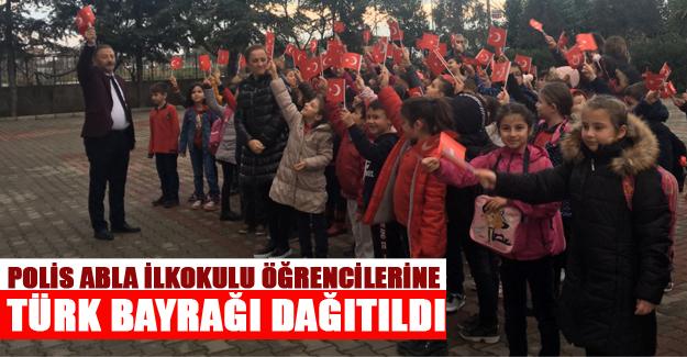 Polis Abla İlkokulu Öğrencilerine Türk Bayrağı Dağıtıldı