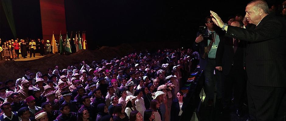 Erdoğan Samsun'da sahne programına katıldı