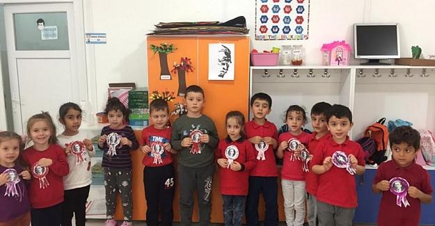 Anasınıf öğrencilerine Atatürk rozeti!