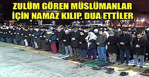 Zulüm gören Müslümanlar için namaz kılıp, dua ettiler
