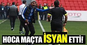 Samsunspor teknik direktörü maçta isyan etti