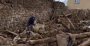 Van'da deprem 9 ölü oldu